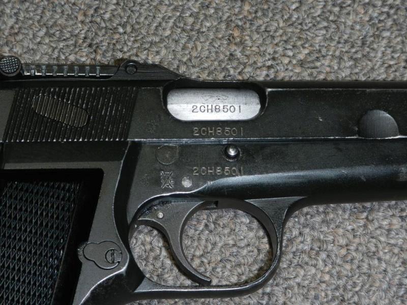 Pistolet  Browning GP No1 MK I* de fabrication canadienne et la crosse en bois Dscn2511