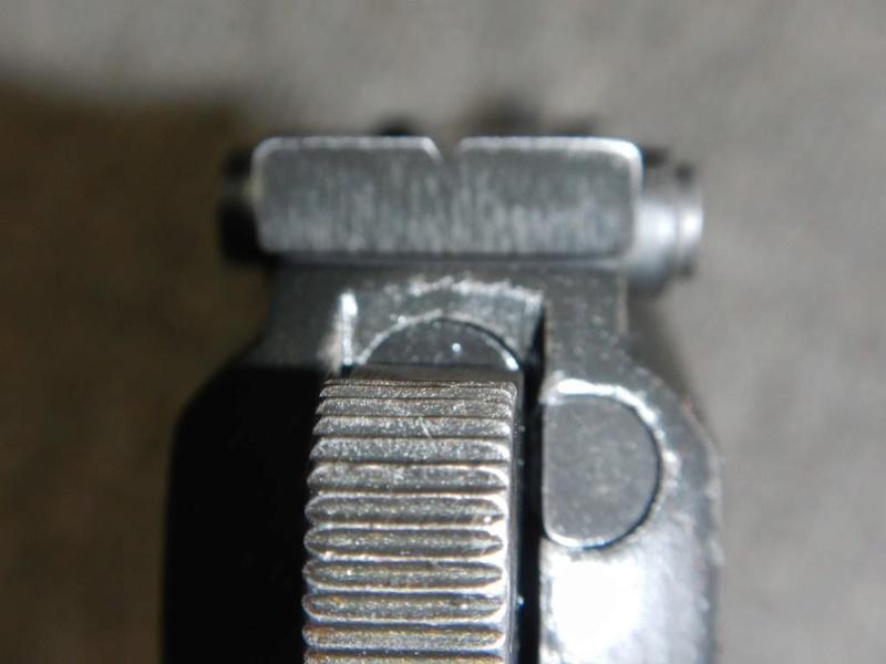Pistolet  Browning GP No1 MK I* de fabrication canadienne et la crosse en bois Dscn2515