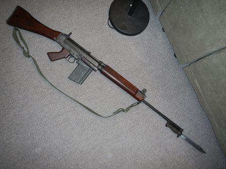 Fusil FN C1A1 et Fusil-mitrailleur FN C2A1 du Canada Dscn4822