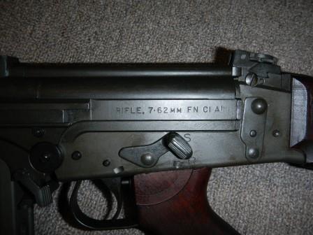 Fusil FN C1A1 et Fusil-mitrailleur FN C2A1 du Canada Dscn4823