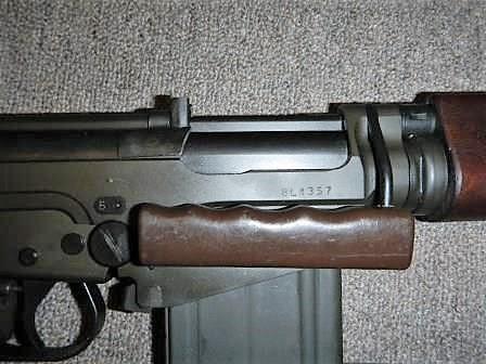 Fusil FN C1A1 et Fusil-mitrailleur FN C2A1 du Canada Dscn4825