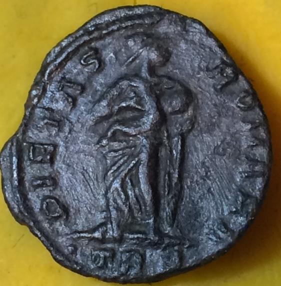 AE4 de Teodora. PIETAS ROMANA. Trier Img_1311