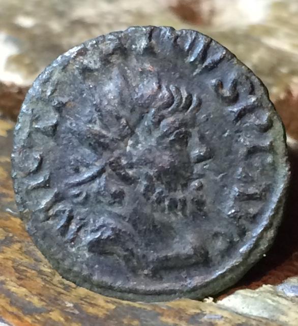 Radiado imitativo de un Antoniniano de Tétrico I. SALVS AVGG Img_1421