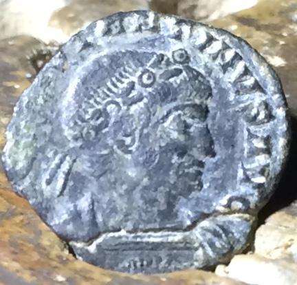 AE4 de Constantino II. GLORIA EXERCITVS. Roma  Img_1429