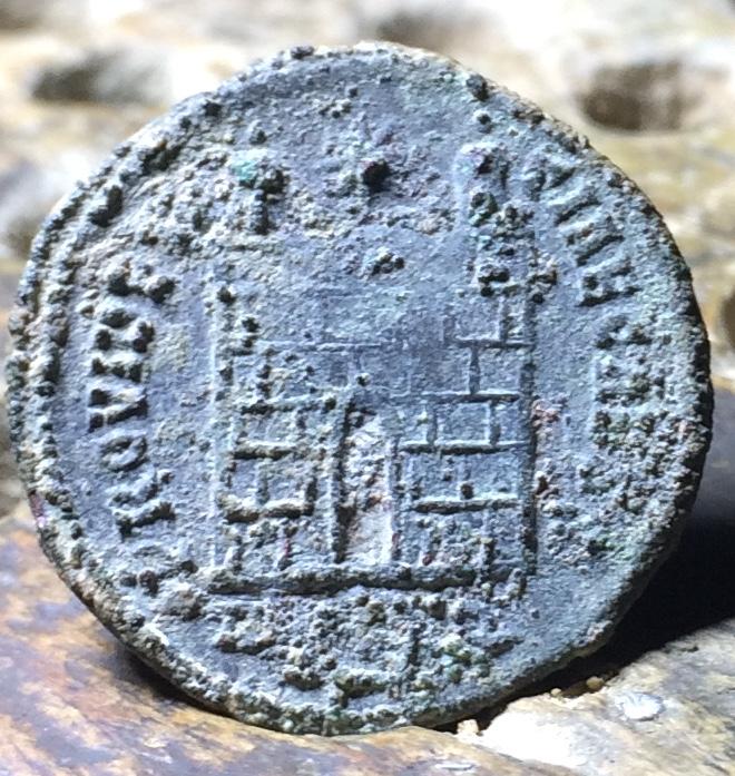 AE3 de Constancio II. PROVIDENTIAE CAESS Img_1438