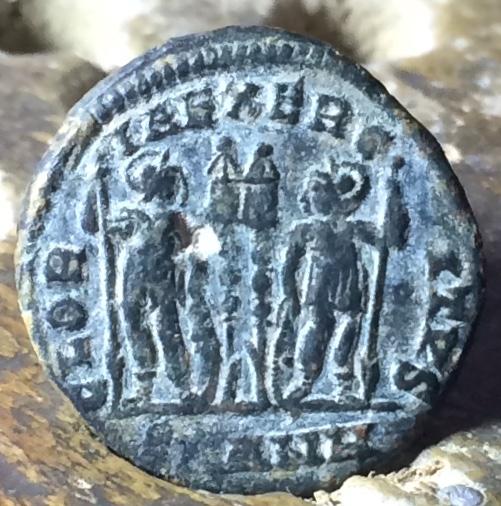 AE3 de Constante. GLORIA EXERCITVS. Antioquía Img_1453