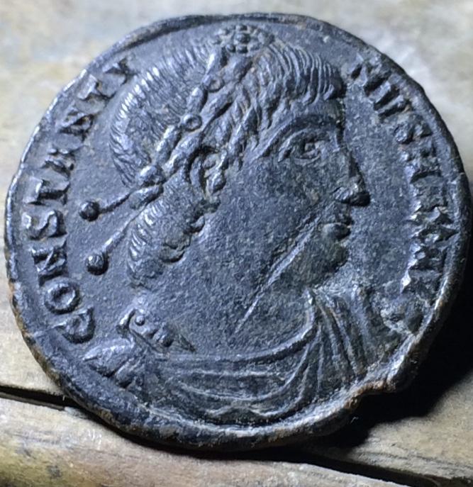 AE3 de Constantino I. GLORIA EXERCITVS. Tesalónica Img_1460