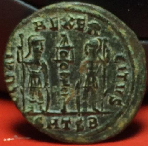 AE4 de Constantino II. GLORIA EXERCITVS. Thesalónica Img_2033