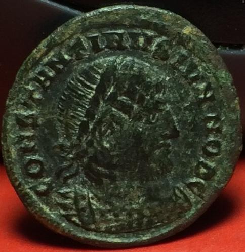 AE4 de Constantino II. GLORIA EXERCITVS. Thesalónica Img_2034