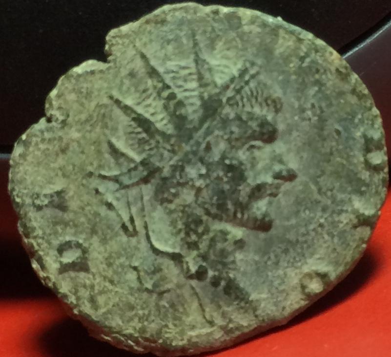 Antoniniano de imitación Hispánica de Claudio II. CONSECRATIO. Altar Img_2115