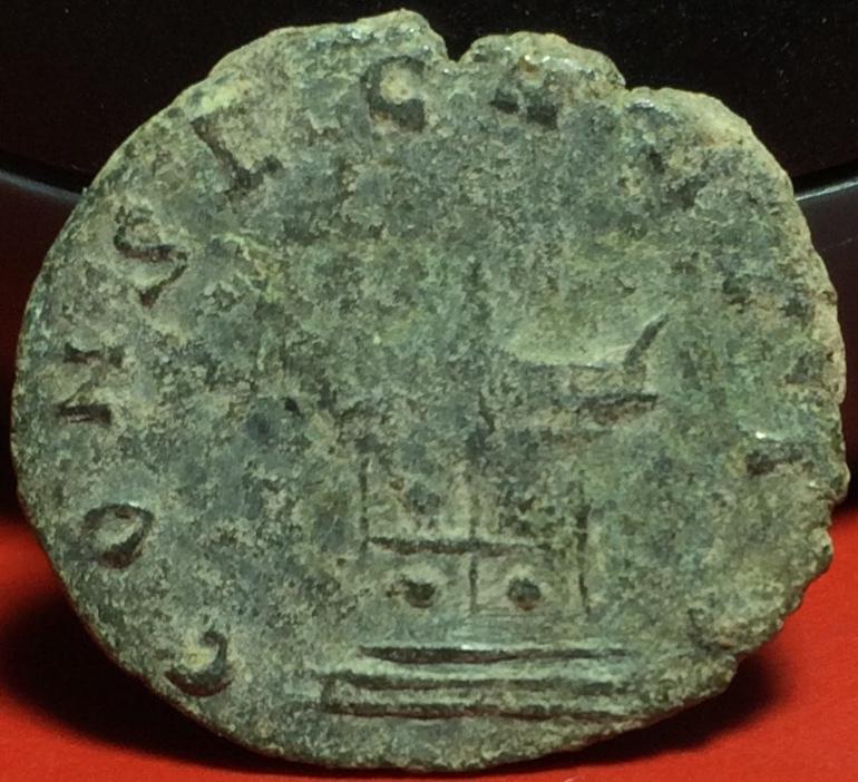Antoniniano de imitación Hispánica de Claudio II. CONSECRATIO. Altar Img_2116