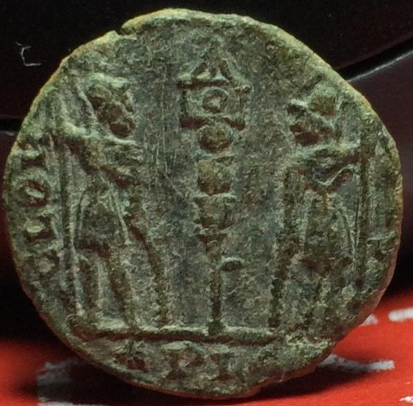 AE4 de Constancio II. GLORIA EXERCITVS. Lyon  Img_2142