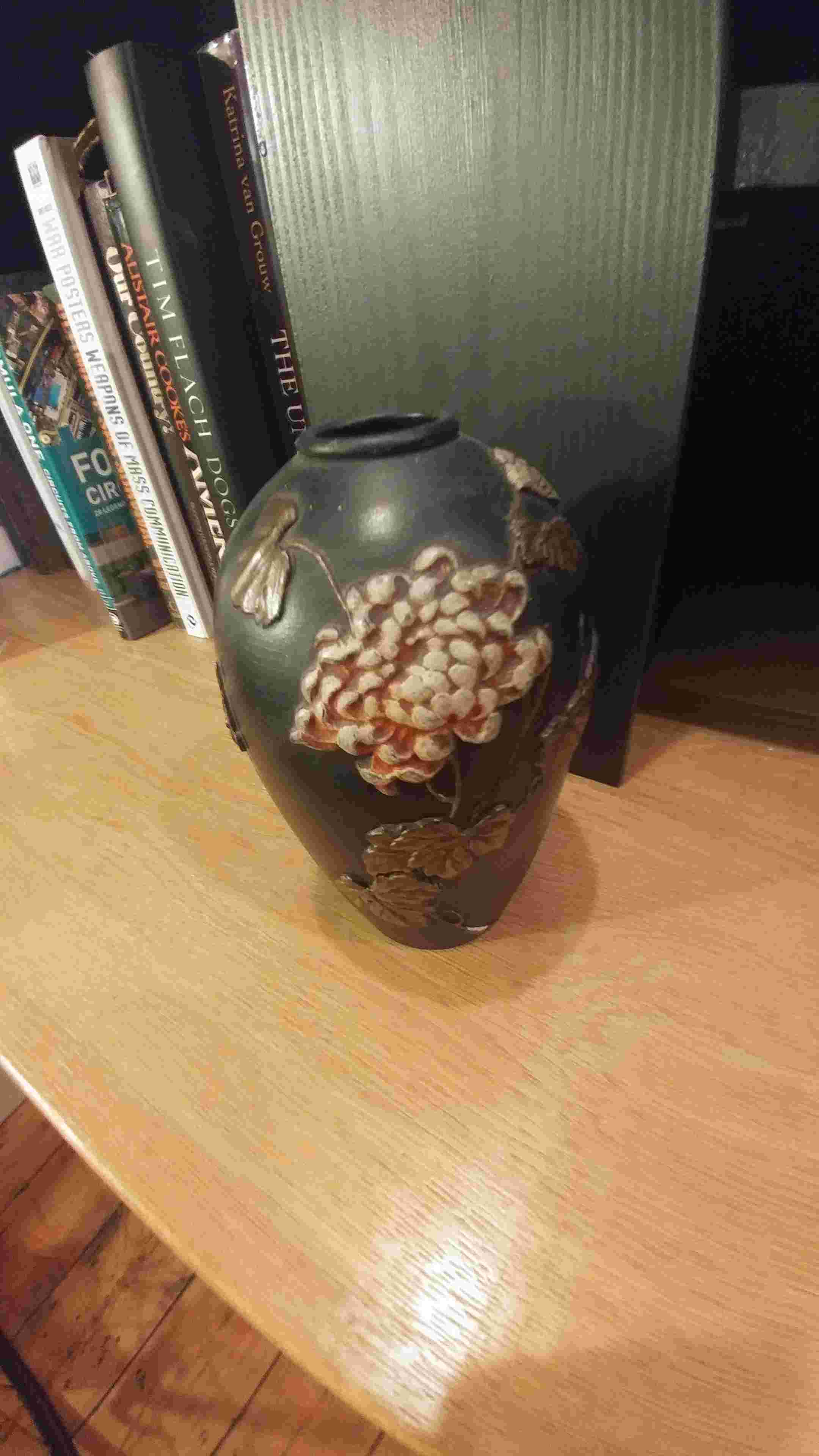 Any ideas who this vase is made by? 20180310