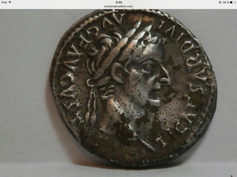 Denario de Tiberio. PONTIF MAXIM. Livia, de Paz, sedente a dcha. Lugdunum. - Página 2 Moneda13