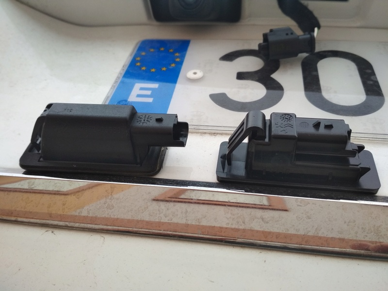 Instalación plafón matricula led original citroen + bonus antena+luz cofre Img_2027