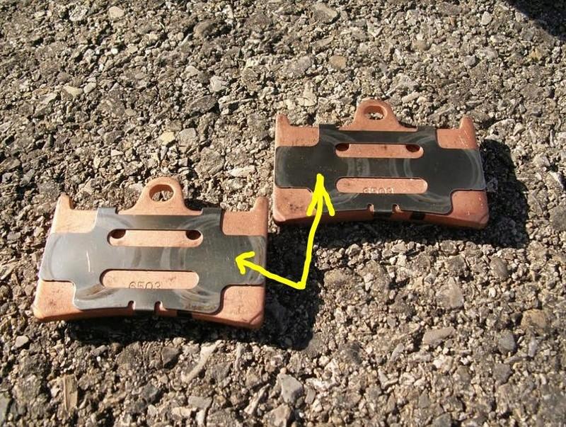 toles à l'arrière de plaquettes de frein Plaque13
