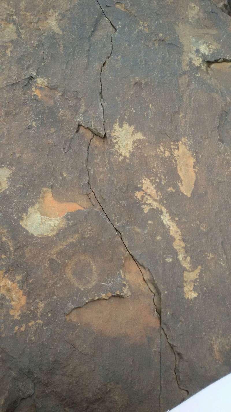 رموز على احجار احتاج تفسيرها Img-2026