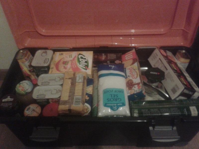 mon petit stock de nourriture d'urgence  20151110