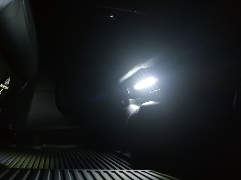Instalacion luz pies asiento trasero Img_2017