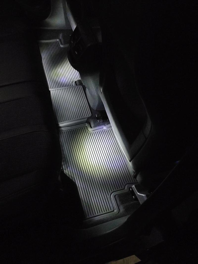 Instalacion luz pies asiento trasero Img_2018