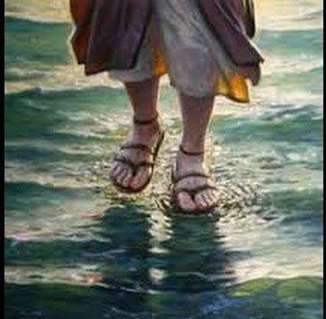 السير او الوقوف او المشي على الماء في المنام 31944610