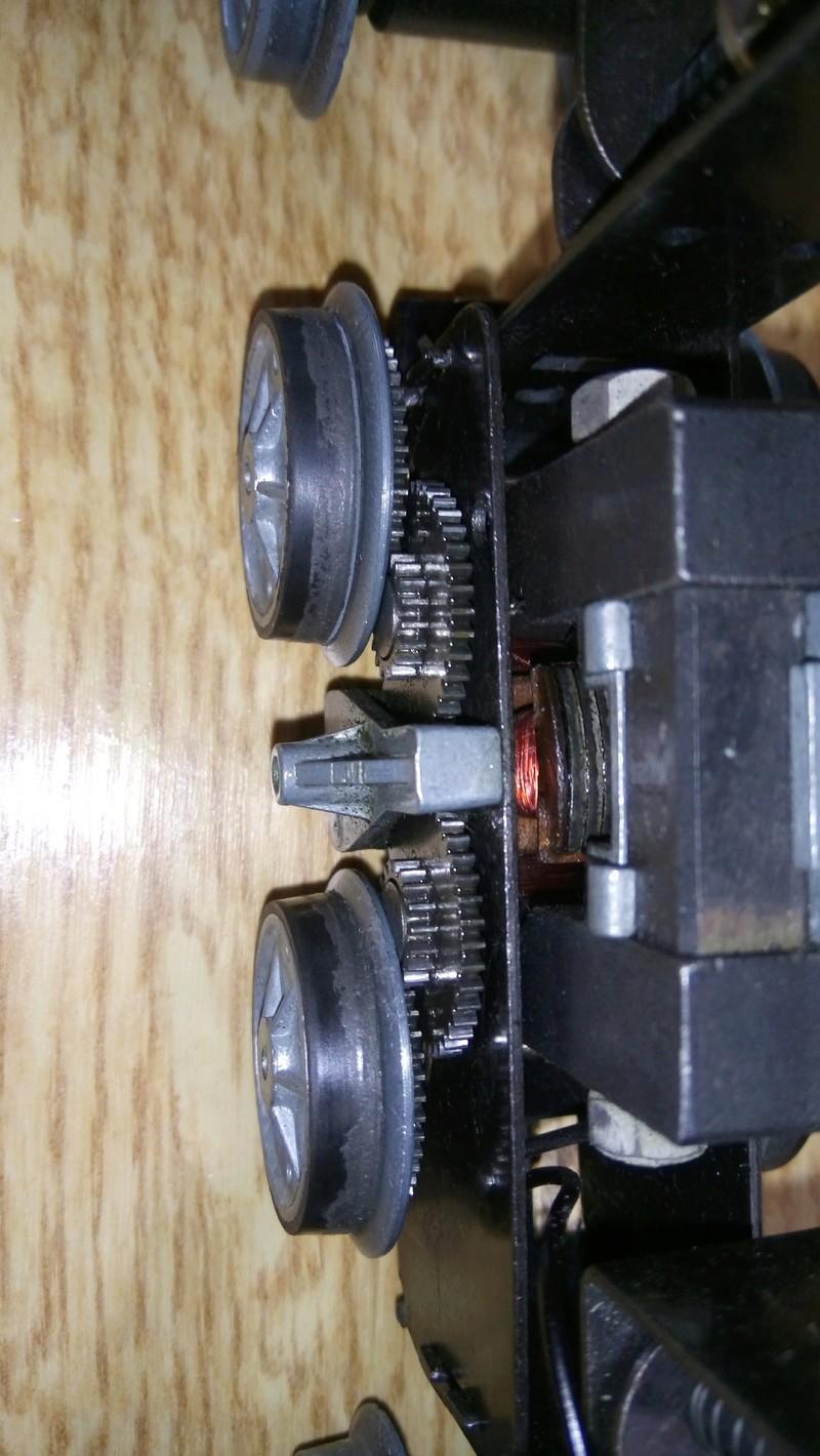 Petit souci moteur sur une hornby 8051 bicolore verte Dsc_1414