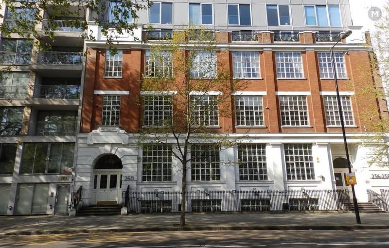 Londres - Appartement de la famille Bates  Aptld10