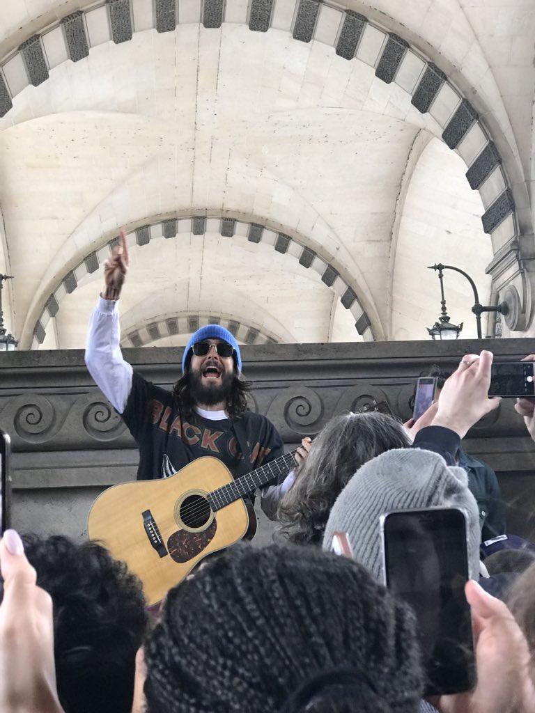 Jared leto au louvre a paris avril 2018 Da7vtf10