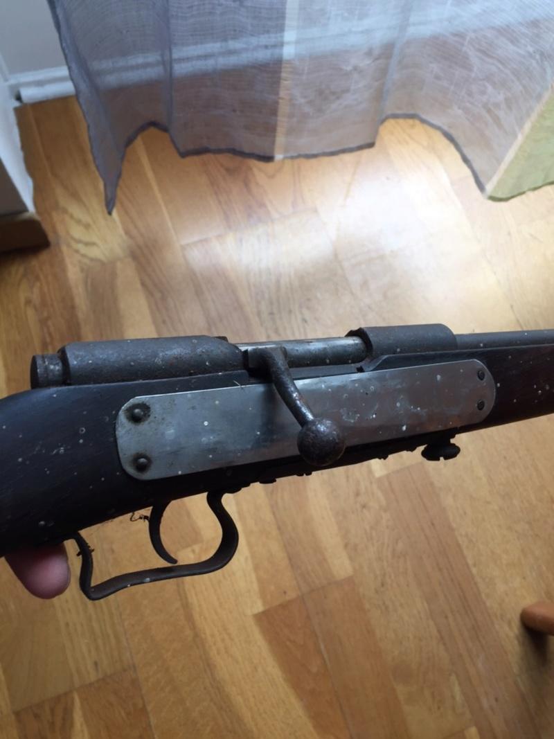 Besoin d'aide pour une carabine trouvé  Img_1217