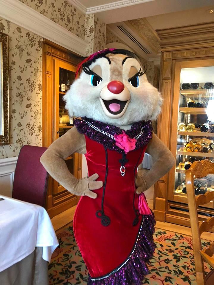 Brunch domenicale al Disneyland Hotel 32929110