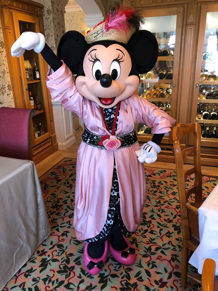 Brunch domenicale al Disneyland Hotel 32936110