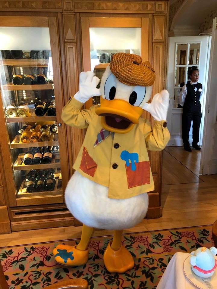 Brunch domenicale al Disneyland Hotel 32941410