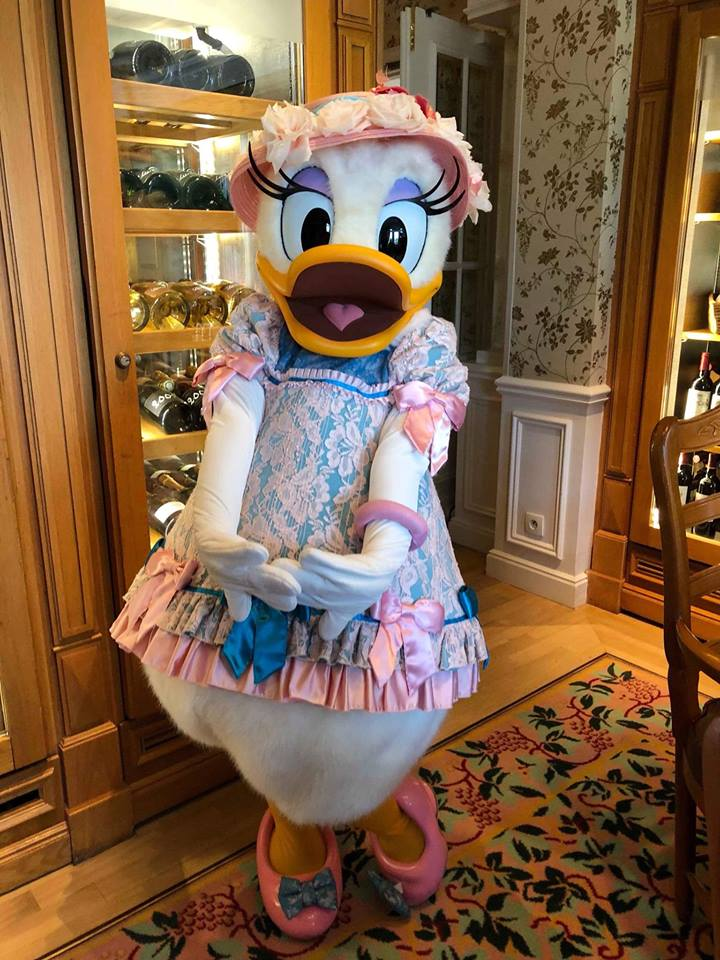 Brunch domenicale al Disneyland Hotel 32968110
