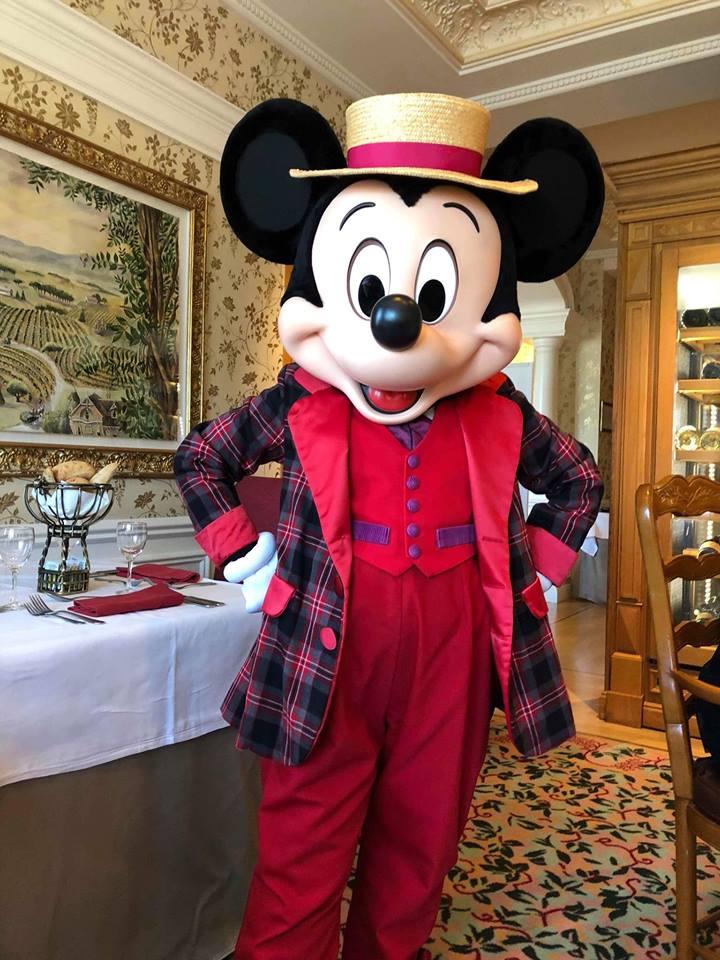Brunch domenicale al Disneyland Hotel 32980310