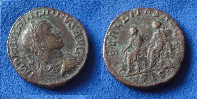 Et 2 de plus...Caesar Trajan ?...et une jolie bronze ??? Quatre10