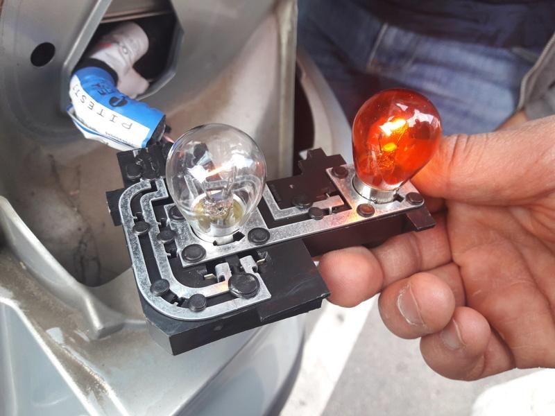 [ Renault Laguna II 1.9 DCI an 2002 ] Problème des feux de stop (résolu) 20180510