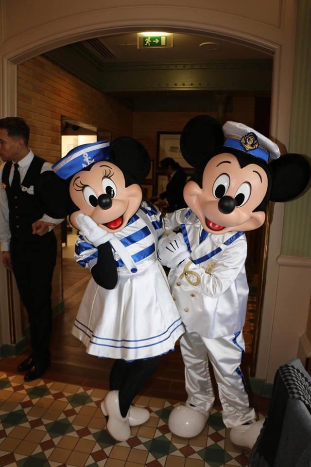 Brunch domenicale al Disneyland Hotel 2dv9t10