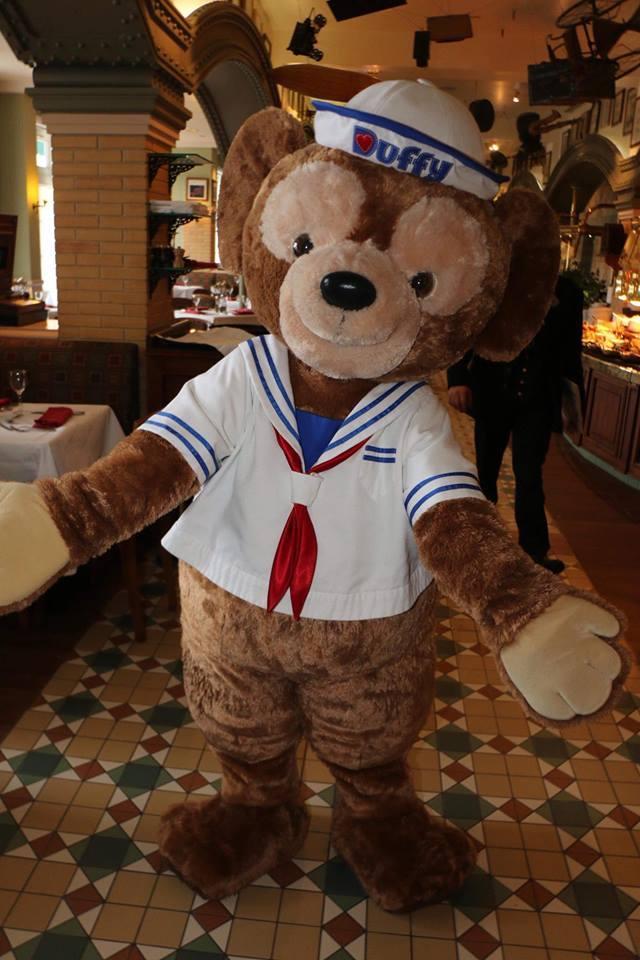 Brunch domenicale al Disneyland Hotel 2dv9u10