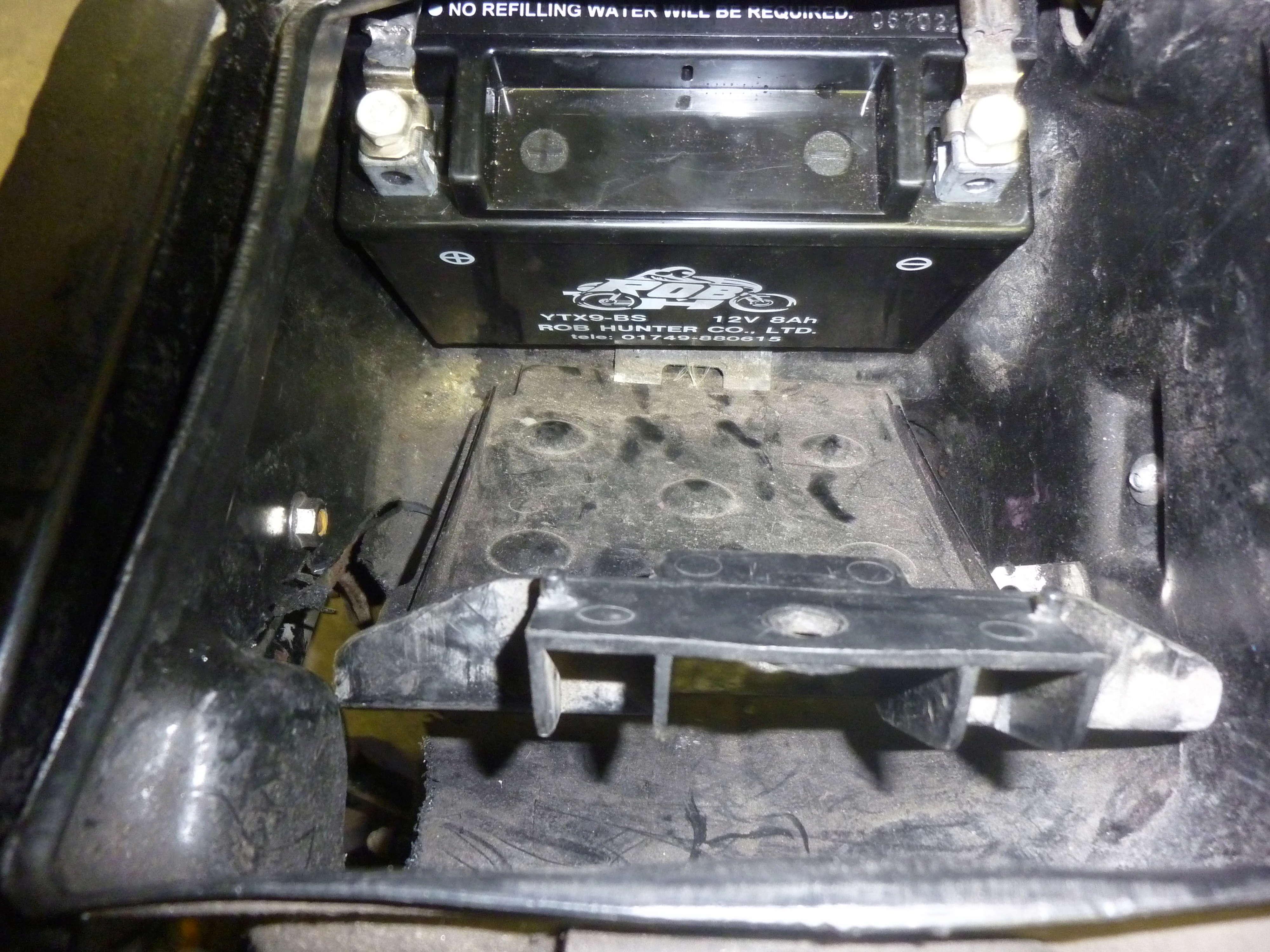 Battery box P1080815