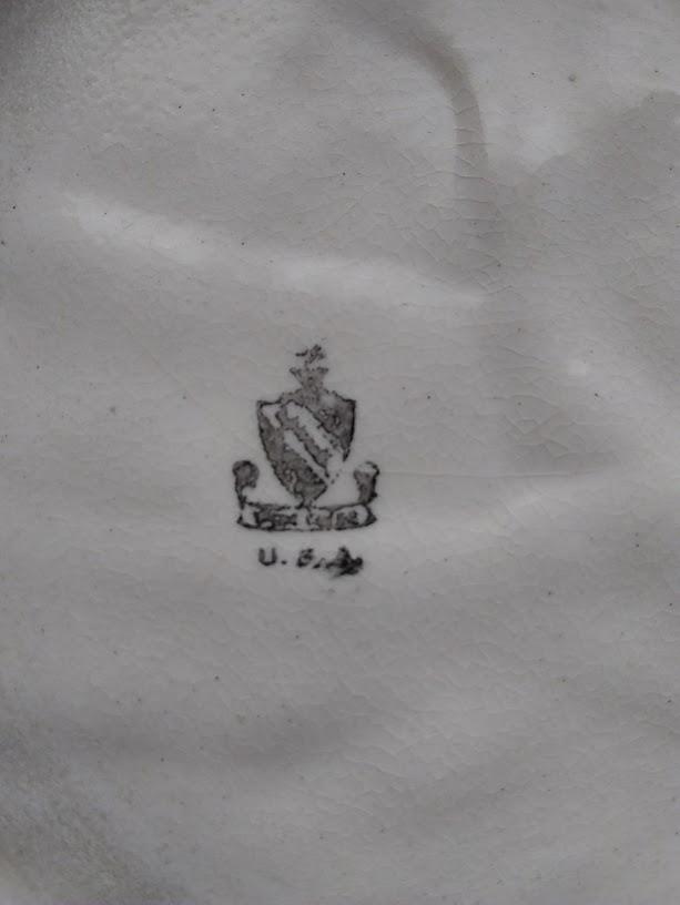 Help Identifying mark on ashtray Img_2014