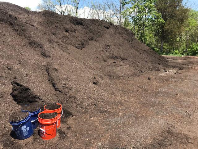 Compost pile in Schwenksville PA. Cxompo11