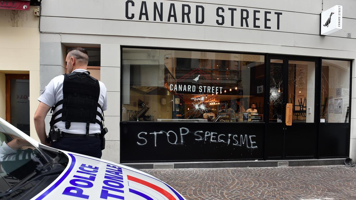 Lille, Canard Street Rue de Béthune 111