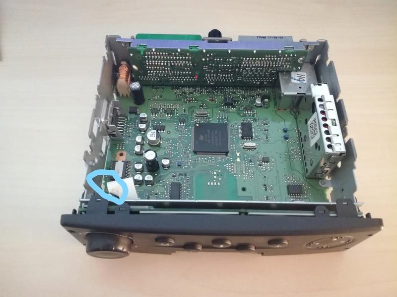 Recherche à identifier un composant électronique de l'Unité Centrale de Contrôle pour CNI Ucc2mo11