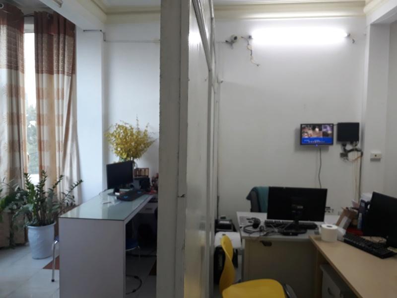 Cho thuê tầng 2,3 văn phòng 221 Trung Kính, 35m2 5.5tr, 60m2 8tr liên hệ 0914.858.166 Mr Tuấn Z9884111