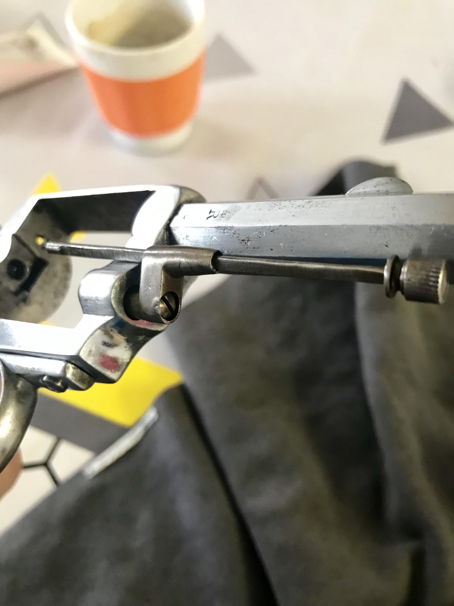 Tige d'extraction se bloque pas revolver type bulldog  Ac953410