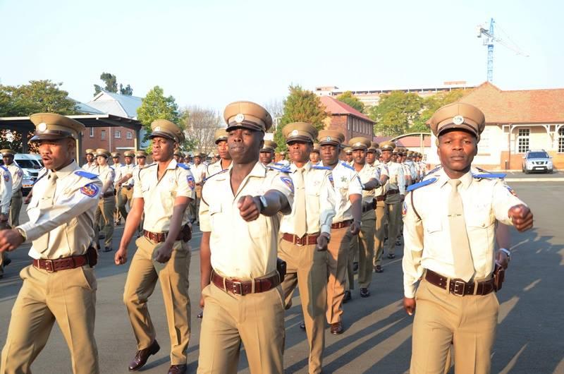 Propositions d'uniformes pour la police et la douane Impériales Traffi10