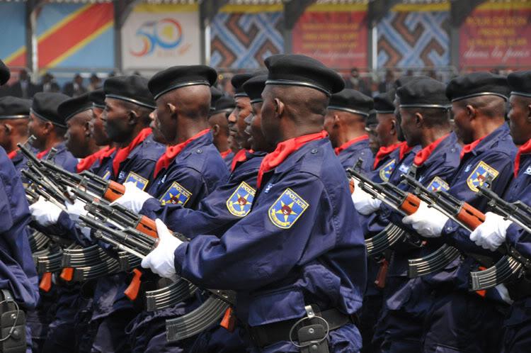 Propositions d'uniformes pour la police et la douane Impériales Kin_7310