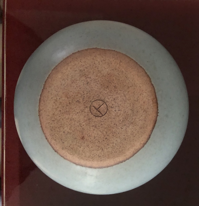 Help identifying stoneware vase 'T' in circle mark Ab015810