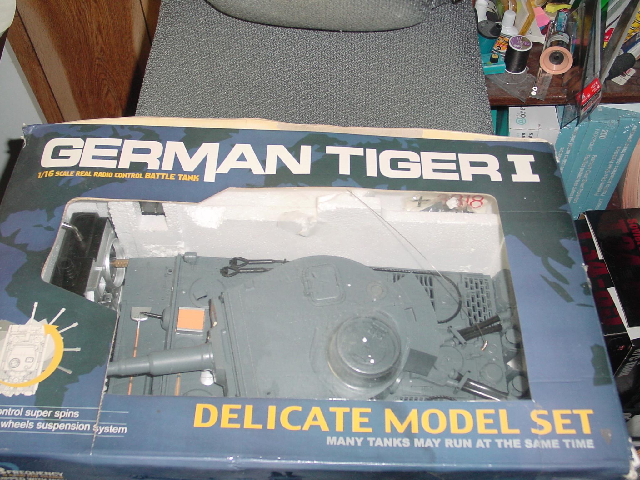 1/16 Heng Long Tiger 1 R.C Tank Dsc00026