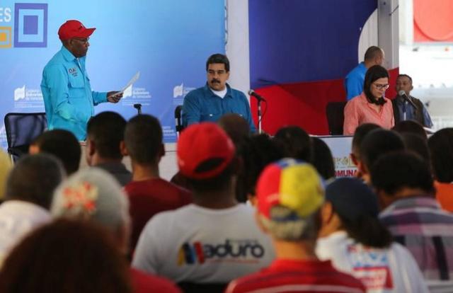 Maduro insta a comuneros a idear plan para afianzar sistema de acreditación de fiscales Clap Comuna10
